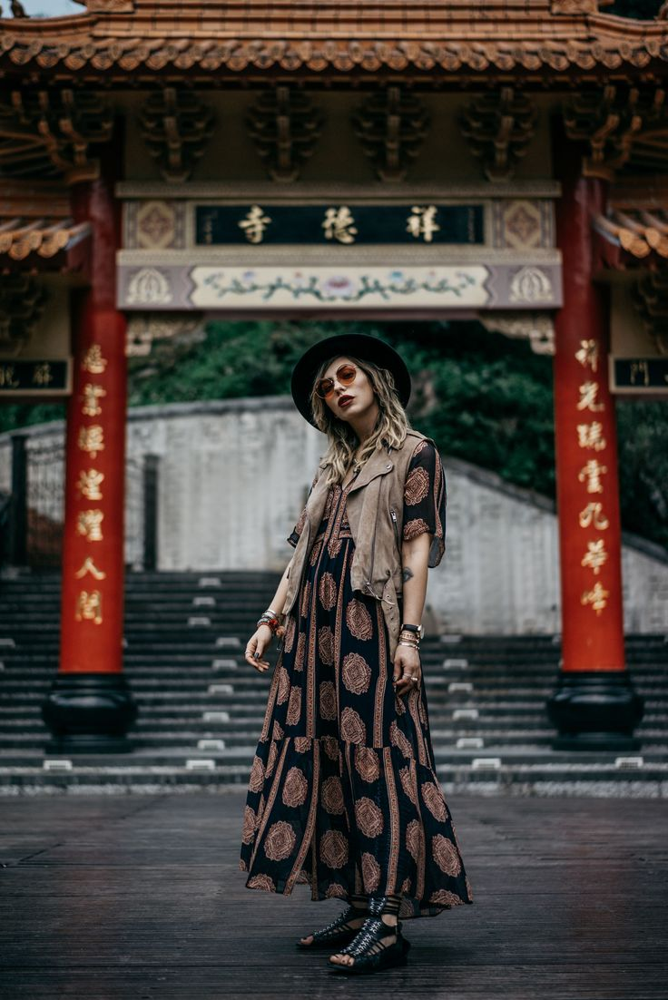 my trip in Taiwan   Taroko national park   temple   long maxi dress from Bash   sandals from Diesel Black Gold   chinese gate with characters   xiulin