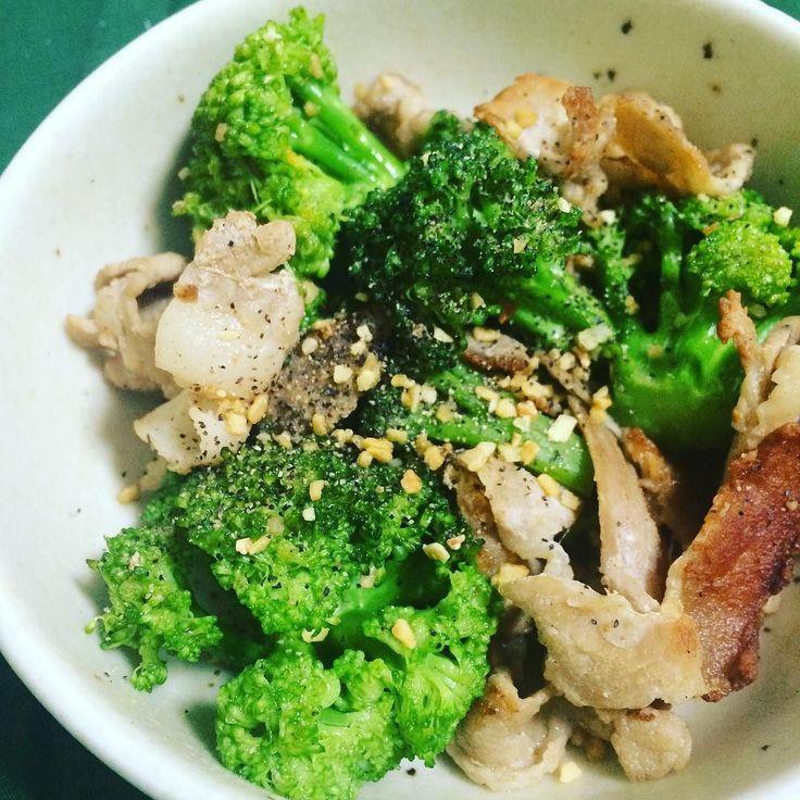 ブロッコリーと豚肉の炒め物  最後に細かくなってるフライドガーリックをかけたよ  #ブロッコリー #豚肉 #春野菜 #副菜 #夕ご飯 #スタミナ by hattori_7