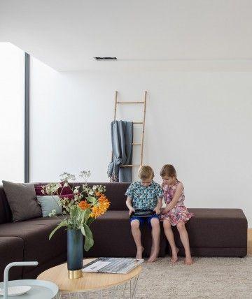 leefruimte met open haard door ABSBouwteam   http://www.absbouwteam.be/een-selectie-realisaties/gezellig-gezinsleven   Beeld 1 #lookimhome