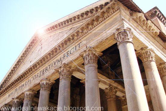 """Panteon w Rzymie;  inskrypcję: M AGRIPPA L F COS TERTIVM FECIT umieszczoną na belkowaniu pod tympanonem można przetłumczyć jako: """"Wzniesiony przez Marka Agryppę, syna Lucjusza, kiedy był po raz trzeci konsulem"""""""