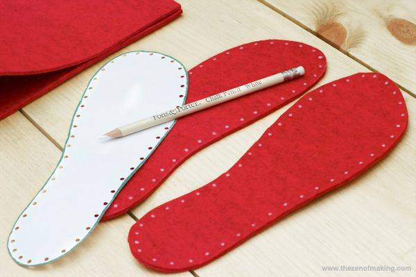 Making Felt Soles for Crocheted Slippers.  ❥ ☼Teresa Restegui http://www.pinterest.com/teretegui/☼