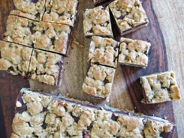 Peanutty Chocolate Oatmeal Cookie Bars | A Hint of HoneyA Hint of Honey