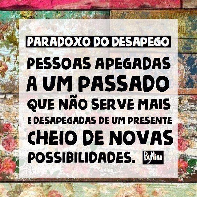 """""""Paradoxo do desapego: Pessoas apegadas a um passado que não serve mais e desapegadas de um presente cheio de possibilidades"""". ByNina #pensenisso #mude #desapego #paradoxo #bynina #instabynina"""