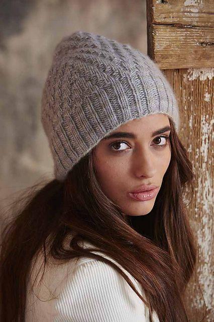Вязание шапки Slouchy Beanie, Vogue Knitting http://vjazhi.ru/prochee/shapki/shapka-slouchy-beanie.html