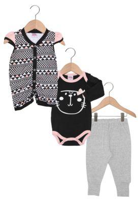 Conjunto Tricae por Chata de Galocha Baby Menina Preto/Cinza, composto por dois bodies e uma calça, possui mix de estampa e detalhes em tons contrastantes.