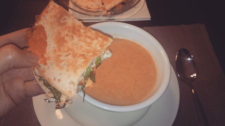 Herfstsoep met quesedillas #recept #soep #herfst #Mexicaans #vegan #veganistisch #vegetarisch