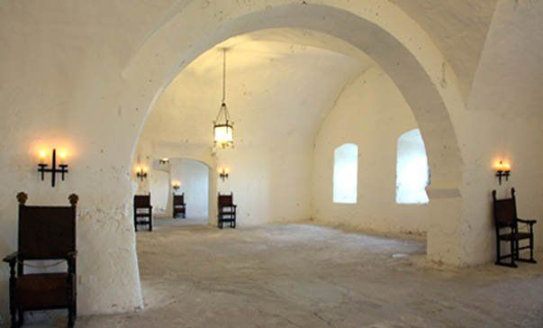 Castle armerie