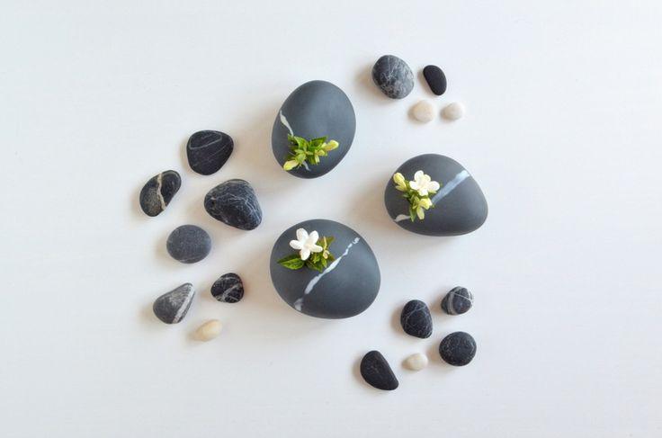 ❍ Porcelain three black pebbles by Otchipotchi . July 2016