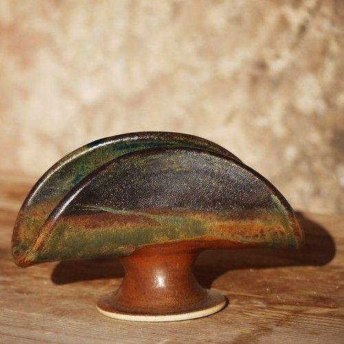 Stojánek na ubrousky Napoleon - Nebe, peklo, ráj Kameninový, ručně točený stojánek na ubrousky se narodil v rodině Nebe, peklo, ráj... a má tam spoustu příbuzných...  páleno 1250 C  vhodné do myčky i mikrovlnné trouby