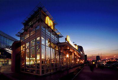 McDonald's Corporation Это замечательная американская корпорация, которая является крупнейшей сетью в мире.McDonald's CorporationМы вам предлагаем отведать замечательные:завтраки, д...