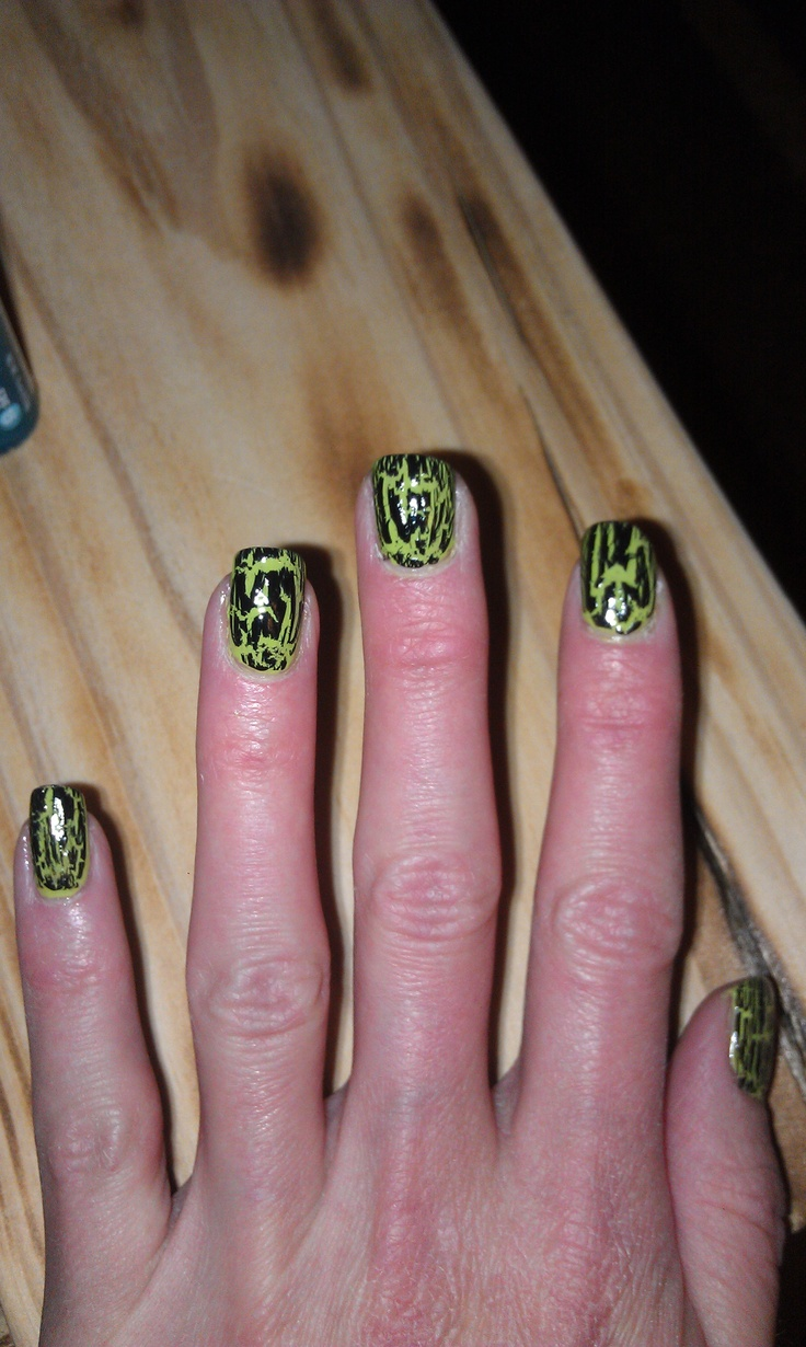 14 best nails for prom images on pinterest green nails i took green nail polish then put a black crackel overcoat ontop really easy solutioingenieria Gallery