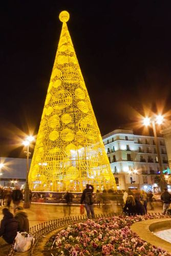 Madrid sol square in christmas by Luis Davilla https://www.360cities.net/image/madrid-sol-square-in-christmas#-419.81,-17.35,70.0