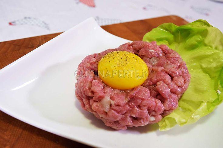 La tartare di manzo è un piatto di origine francese. L'ingrediente principale è la carne condita con cipolla, succo di limone, senape e salsa worcester.