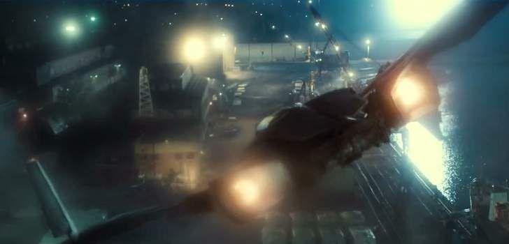 Depois de algumas artes conceituais revelando os trajes do Homem-Morcego, é hora de vermos mais nitidamente o Batwing, o veículo aéreo do Batman que será usado pelo personagem em Batman v Superman: Dawn of Justice! Uma das maiores surpresas que veio no teaser trailer de Batman vs Superman: A Origem da Justiça foi a presença …