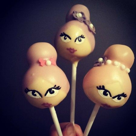 Delish Diva cake pops http://wearedelish.com/