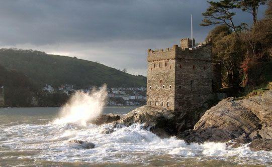 Kingswear Castle, Devon http://www.landmarktrust.org.uk/BuildingDetails/Overview/95/Kingswear_Castle