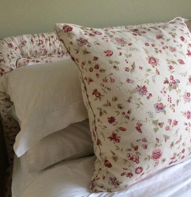 Bedhead and cushion in Edinburgh townhouse in Inchyra Aged Linen Framboise/Ivory
