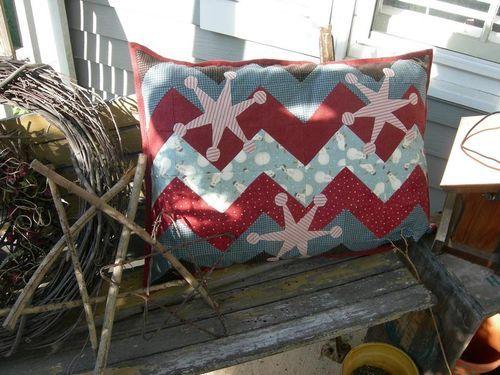 Pat Sloan: Free Snowflake Pillow Pattern! (Pat Sloan Quilt) & 49 best Winter Quilts images on Pinterest | Winter quilts Machine ... pillowsntoast.com