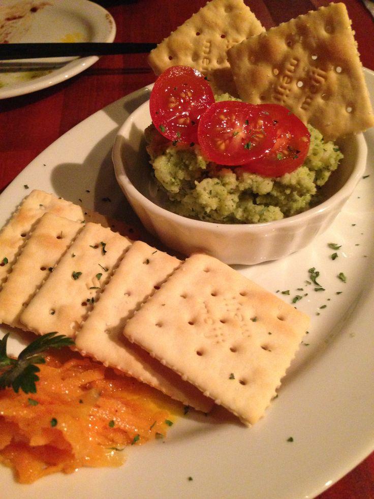 博多駅前3丁目のイタリアン「バジル」。 『バジルのポテトサラダ』は緑だけど美味しい!!