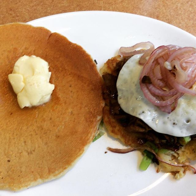 BBQ Roast Beef Tatercake & Buttermilk Pancake #cooking  #food #foodporn #lunchbreak #lunch #bbq #bbqsauce #tatercakes #tatercake #roastbeef #beef #meat #greenonion #redonion #redonions #mushroom #pancakes #buttermilk #butter #昼飯 #ランチ #クッキング #食べ物 #食物 #フード #ポテトケーキ #パンケーキ #肉 #ローストビーフ #パンケーキ