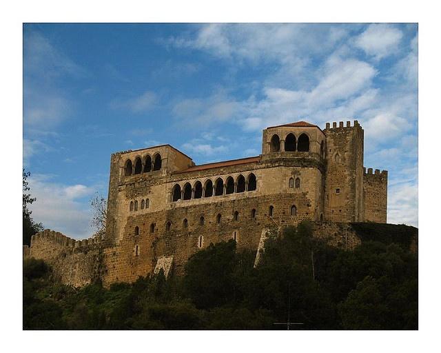 Leiria Castle, Portugal by simplesviver, via Flickr