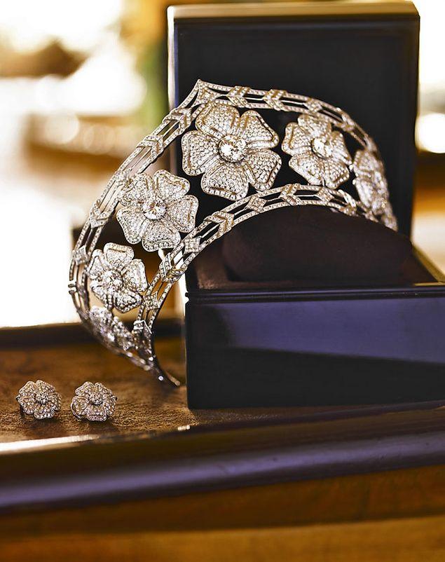 Tiara realizada para la boda de Cristina Yanes. Una joya de flores de oro blanco cuajadas de brillantes y un diamante central.