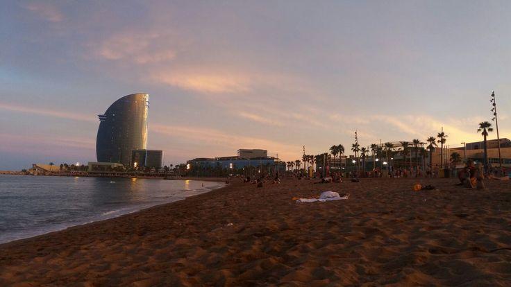 Barcelona auringonlaskussa
