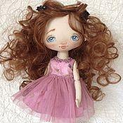 Купить или заказать Девочка Иванка ( по мотивам) в интернет-магазине на Ярмарке Мастеров. Куколка тонирована кофе, корицей и ванилью. Платье 100% американский хлопок. Подставка входит в комплект.