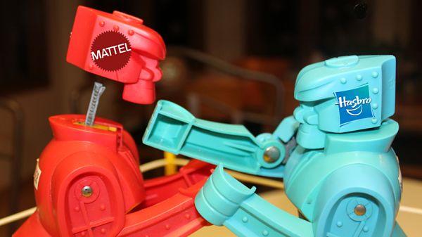 """Hasbro hizo una oferta de compra a su rival Mattel /  La compañía de juguetes estadounidense Hasbro le hizo una oferta de compra """"recientemente"""" a su rival Mattel, según publica hoy The Wall Street Journal. En su edición impresa, el diario se remite a fuentes conocedoras del asunto, que no dieron más detalles sobre esa oferta ni sobre cuándo fue propuesta, aunque"""