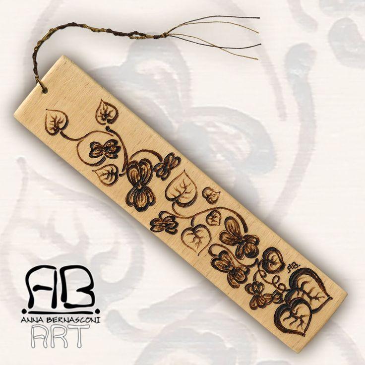 Pirografia su legno / Anna Bernasconi Art / GHIRIGORI E MAGIE AL PROFUMO DI VIOLE / ispirazione floreale / decorazione -   quadro - segnalibro