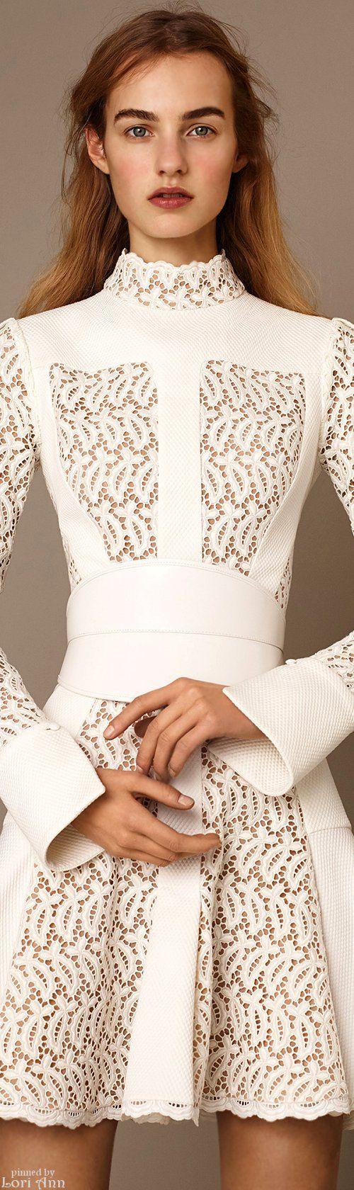 Alexander McQueen Pre-Fall 2015~ gorgeous, close detail! / moda, elegante, vestido, blanco
