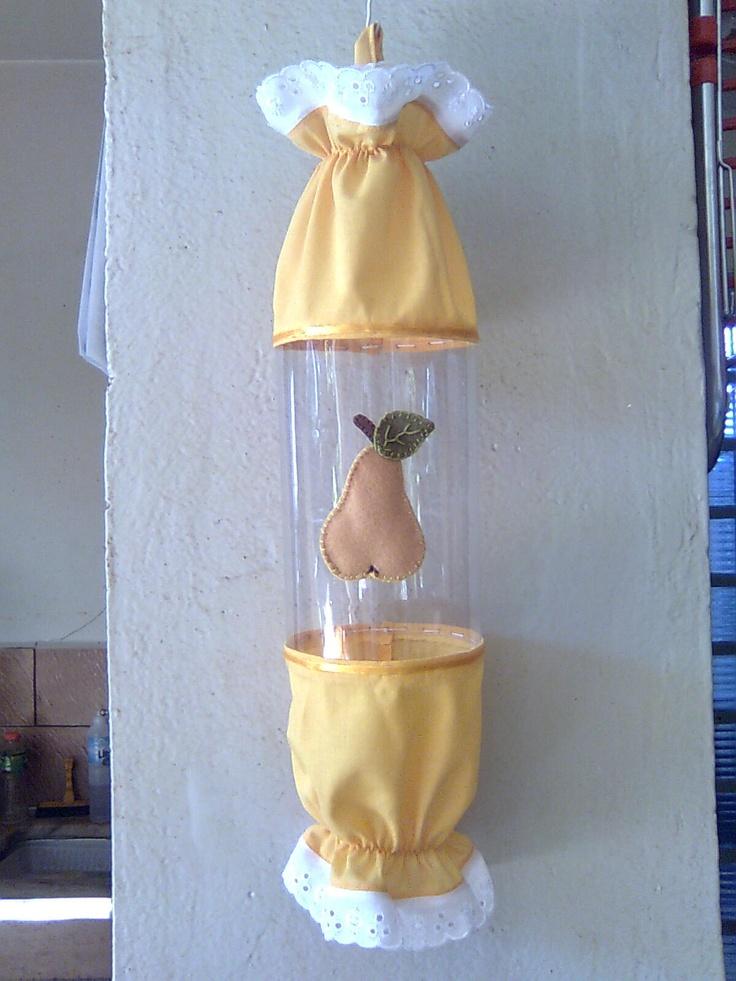 Puxa Saco de Pet e tecido com aplique de feltro.  Já fiz, há muitos anos um assim, com as crianças... achei que só eu tinha tido essa idéia! :) <3