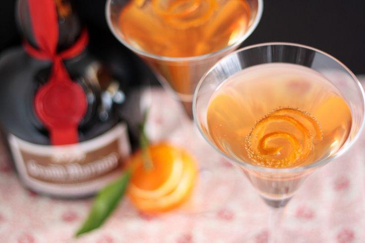 Cocktail di Natale con gran marnier, clementine, martini, champagne, scorza mandarino, per i vostri brindisi, aperitivi. Ottimo cocktail natalizio per cene di Natale cenoni e capodanno.