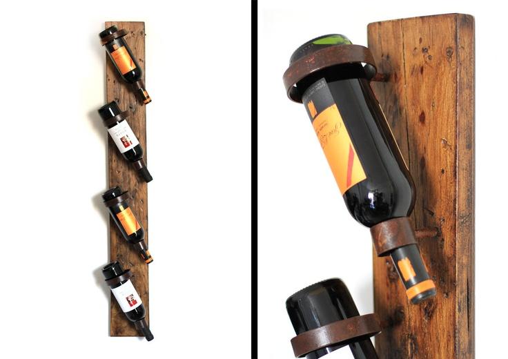 Botellero artesanal realizado con madera envejecida y hierro acabado óxido.. €80,00, via Etsy.