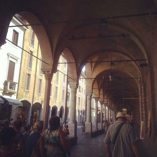 Porticato di Santa Maria dei Servi da via Roma