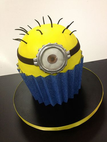 minion giant cupcake - oh my goodness I need one pronto!