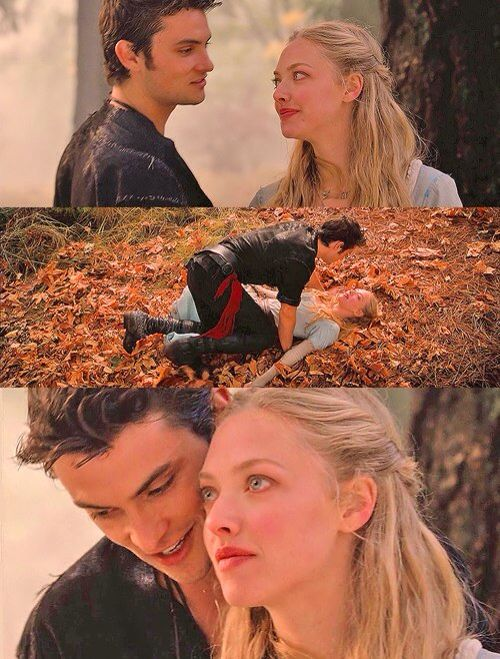 Amanda Seyfried in red riding hood | Movies/shows ...