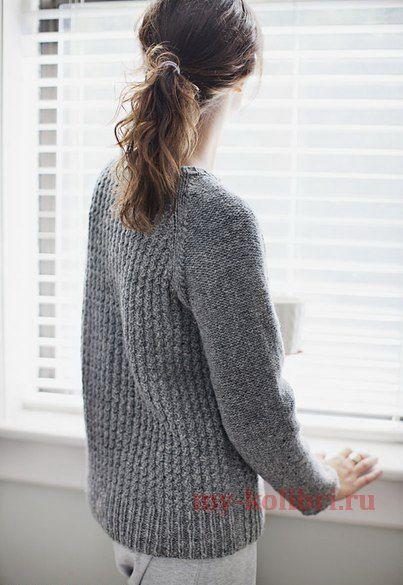 Как связать модный пуловер спицами комбинированным узором: схема и описание на Колибри. Реглан получается средней плотности, но при этом он очень тёплый. Горловина большая, отлично подойдёт для тех, кто любит ощущение свободы и не носит свитера с высоким воротом.