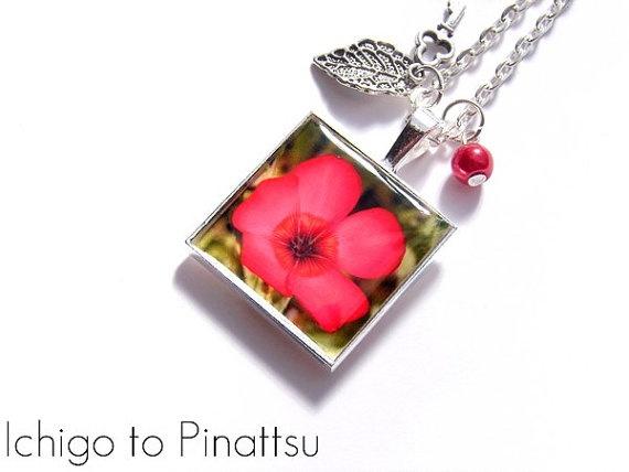 Collier nature Rouge en fleur carré cabochon par IchigotoPinattsu, ¥1700