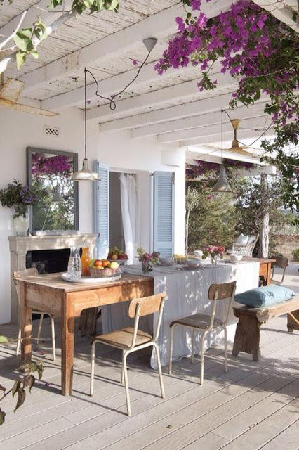 Cosy Home thats liveable | outdoor entertaining area with rustic modern furniture, flowers and white features