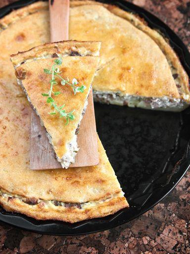 Recette de Tourte aux poireaux, lardons et reblochon - Marmiton  Leek, Reblochon and Salt Pork pie