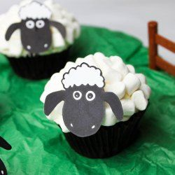 Shaun the sheep cupcakes with FREE printable face template too!