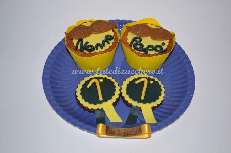Composizione di Cupcake e Biscotti decorati per la Festa del Papà, con dedica personalizzata e decorazioni interamente modellati a mano
