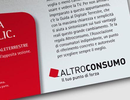 ALTROCONSUMO  (11/11/2009)  L'associazione di consumatori più rappresentativa d'Italia ha da oggi un nuovo marchio.  Per AltroConsumo, l'associazione libera indipendente e autorevole, la più rappresentativa e diffusa in Italia, abbiamo costruito un percorso totale di re-branding. Il progetto è iniziato da tempo, per svilupparsi poi nel prossimo 2011. Si costruirà toccando tutti i touch point di comunicazione, nel rigoroso rispetto dei valori e del nuovo posizionamento.
