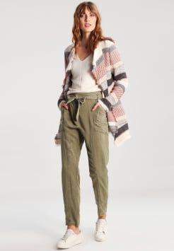 Zwarte, Bruine, Beige, Grijze, Witte, Blauwe, Olijfgroen Gebreide truien dames online kopen | ZALANDO
