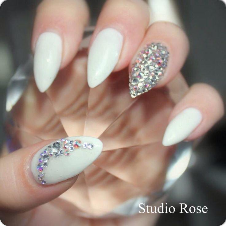 White and diamonds. Valkoista ja timantteja.
