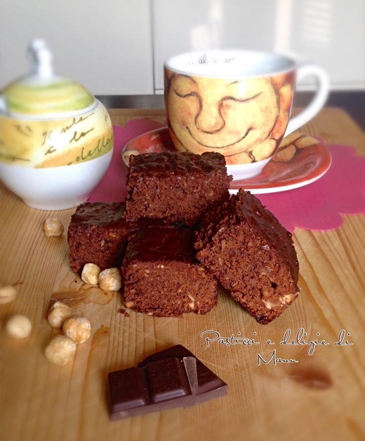 BROWNIES+CON+MIELE+E+NOCCIOLE+TOSTATE Oggi vi propongo i miei brownies con cioccolata fondente, miele di acacia, nocciole tostate e zucchero di canna. Le nocciole le ho frullate cosi possono essere mangiate anche dai bambini   #Dolci #Colazione #Natale #merenda #Giallozafferano #Gialloblog #Brownies #miele #Noccioletostate #cioccolata
