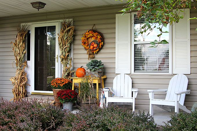 20 Rustic Fall Front Porch Decor Ideas To Make Your Doorway Warm And Welcoming For Autumn