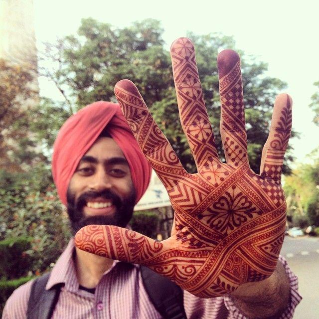 Real men love #mehndi. #maplemehndi #henna #hennapro #hand #hennamodel #Delhi…