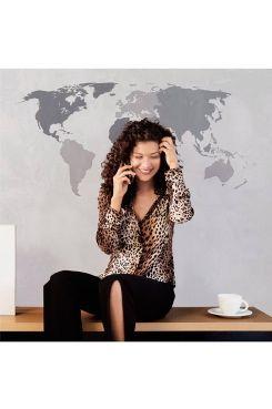 Väggdekor världskarta 50x70 cm Väggdekor världstavla, självhäftande och fäster enkelt på slät yta, storlek 50x70 cm.